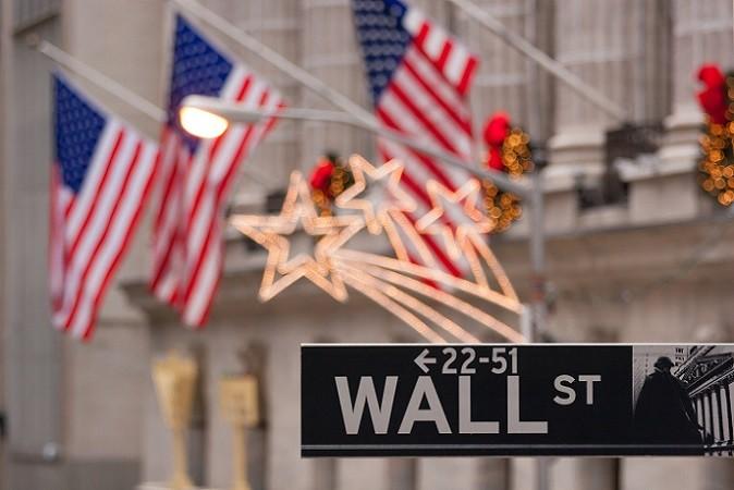 Wer die Frage, wo kann ich Aktien kaufen, auf den internationalen Wertpapierhandel erweitert, dem stehen auch noch viele andere Handelsplätze offen. Zu den großen Börsenplätzen gehört die New York Stock Exchange (NYSE). (#01)