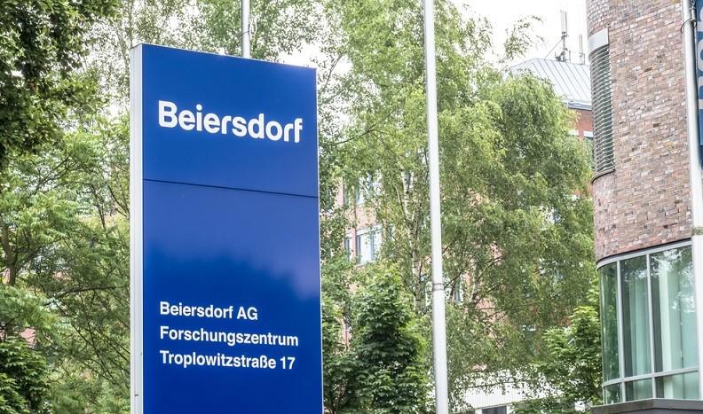 Seit Jahresbeginn haben die Beiersdorf Aktien mehrere Wertsteigerungen und Kursabfälle aufgezeigt. Sie zeigen im Gesamtziel aber ein klares Plus.(#02)