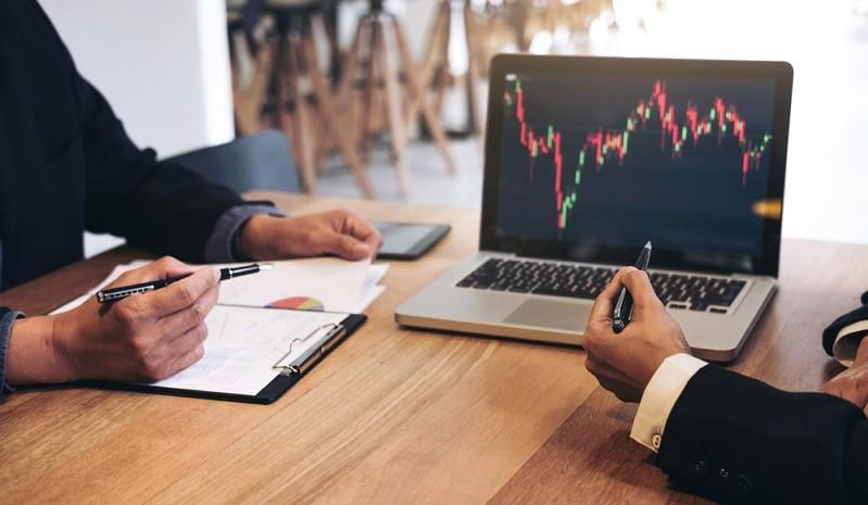 Für den Handel mit Wertpapieren ist das Aktiendepot unverzichtbar. Man benötigt außerdem ein Verrechnungskonto, auf dem die Auszahlungen von Dividenden oder die Ordergebühren abgerechnet werden. Das Depot selbst wird ausschließlich für die Verwaltung der Aktien genutzt. (#02)