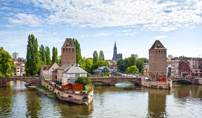 Straßburg, die Hauptstadt des Elsass und Sitz des EU-Parlaments, ist ein attraktiver Ort für Investitionen im Osten Frankreichs. (#1)