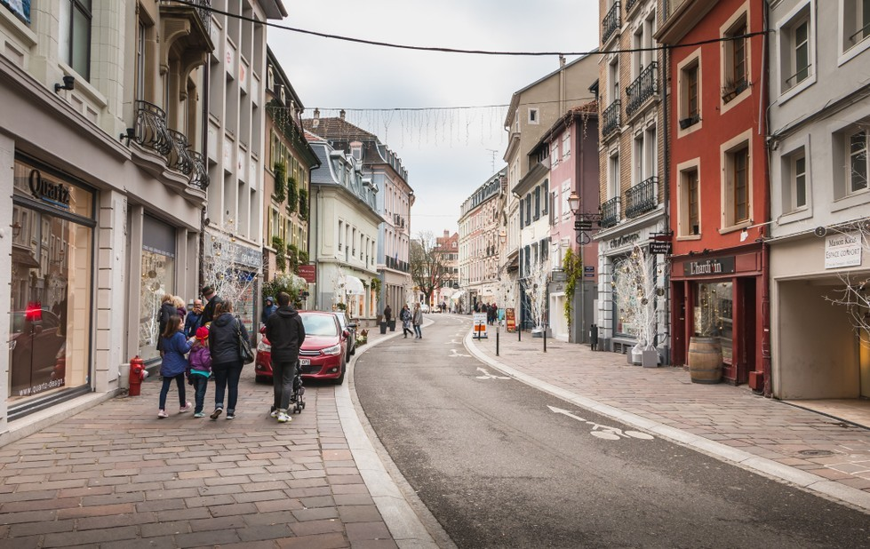 Wer in Ost-Frankreich investiert, wie beispielsweise hier in Mulhouse, darf begleitend zu seinem seinem Vorhaben gleich auch ein Stück französische Lebensart aufnehmen. (#4)