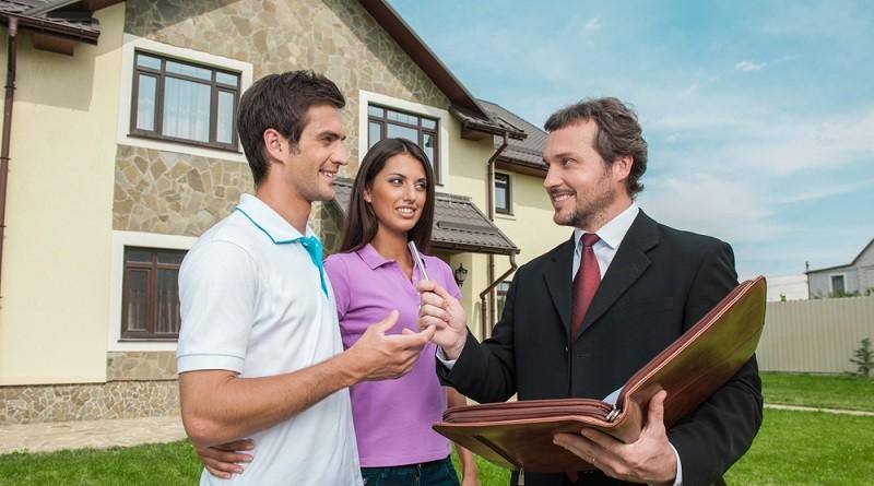 Wer sein Eigenheim nicht selbst bewohnt, investiert in eine Immobilie als Kapitalanlage und muss die 10-Jahres-Haltefrist einhalten, um den Spekulationsgewinn nicht versteuern zu müssen.