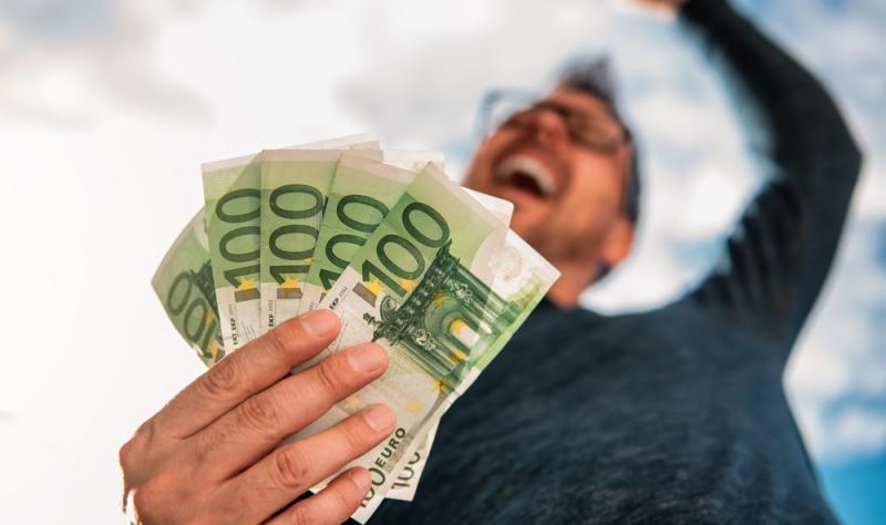 Auxmoney vermittelt einen Sofortkredit, der von einer Direktbank vergeben wird, namentlich von der SWK-Bank.
