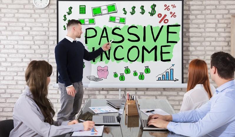 Eingangs habe ich das passive Einkommen erwähnt, dass nicht wenige Menschen umtreibt. Es ist ein Traum, ein Business aufzubauen, welches seinen Erschaffer von den Erträgen sorglos leben lässt. ( Foto: Shutterstock-Andrey_Popov )