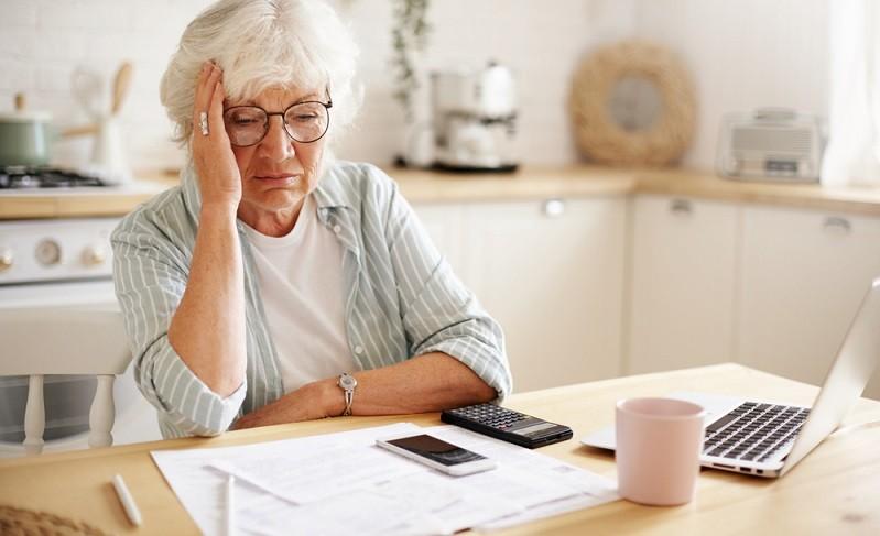 Viele fragen sich, wie viel Geld man im Monat zur Verfügung haben sollte. ( Foto: Shutterstock-shurkin_son)