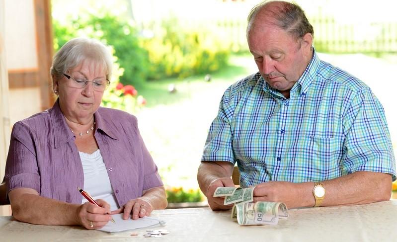 """Wer merkt, dass das Geld manchmal etwas knapp ist, will sicher wissen, was denn """"so üblich"""" ist an Geld im Monat, also was andere so brauchen.  ( Foto: Shutterstock-Firma V)"""